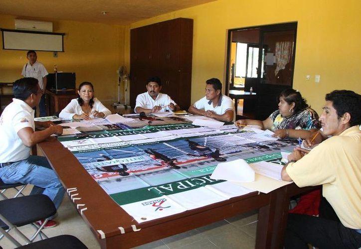 La reunión se llevo a cabo en las instalaciones del Centro Comunitario de Desarrollo, ubicadas en la colonia Xaman Kah. (Redacción/SIPSE)