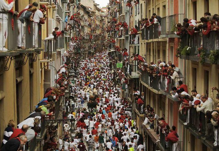 Los encierros  recorren  850 metros del corral hasta la plaza de toros de Pamplona.(Foto:The Associated Press)