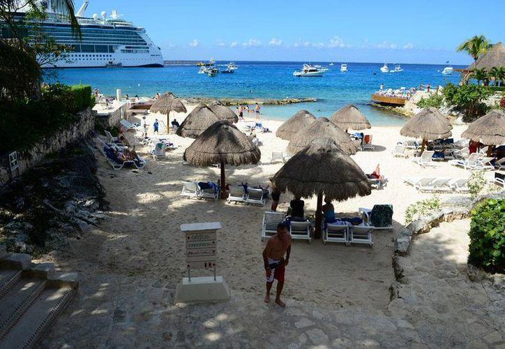 Finalmente los hoteles con playas artificiales contarán con arena para su mantenimiento. (Julián Miranda/SIPSE)