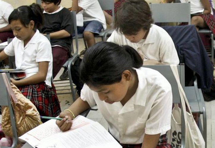 Alumnos tendrán nueva prueba en materias básicas como matemáticas, español o comunicación, además de temas como bullying y convivencia escolar. (Milenio Novedades)