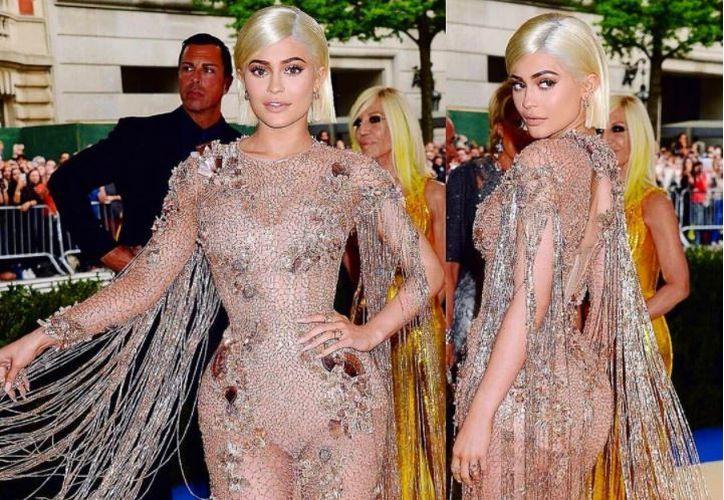 Kylie tomó la foto en la que aparecen sus hermanas y personalidades como Paris Jackson. (Foto: kyliejenneru/Instagram)