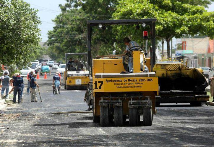 La repavimentación se realiza en la avenida Polígono 108. (SIPSE)