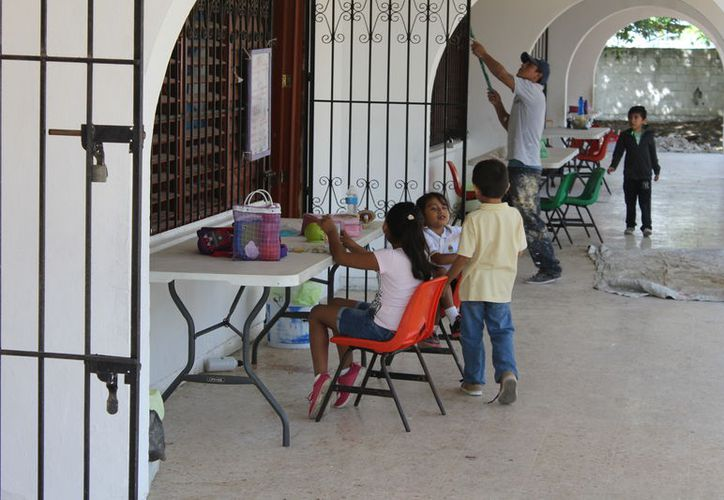 El próximo ciclo escolar, los alumnos tendrán a su disposición el nuevo mobiliario. (Joel Zamora/SIPSE)
