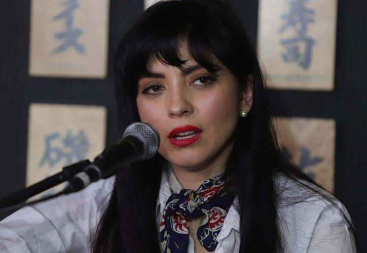 Mon Laferte interpretará 'Invéntame', canción que forma parte del disco Trozos de mi alma (1999). (Vanguardia MX)