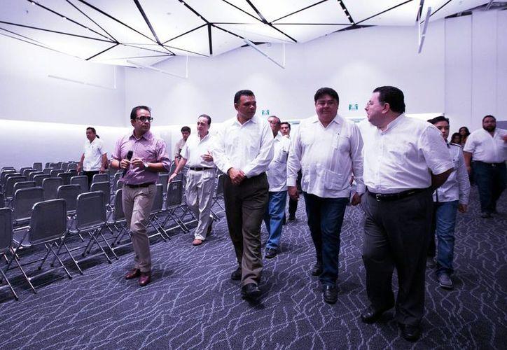 Rolando Zapata Bello recorrió las instalaciones del Centro de Convenciones Yucatán Siglo XXI. (Milenio Novedades)