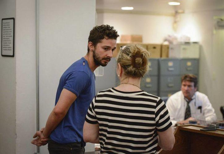 El actor estadounidense, Shia LaBeouf, es procesado en el Tribunal Comunitario del Centro de la Ciudad de Nueva York. (EFE)