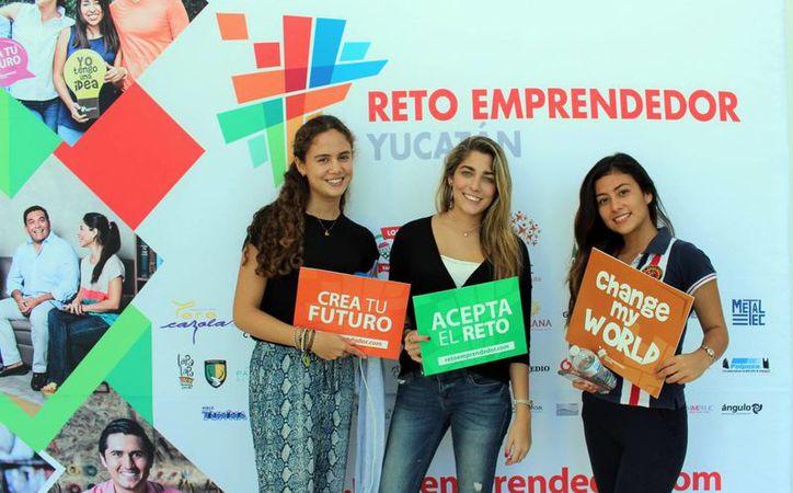 El empresario Ignacio Ponce Manzanilla, director de Asuntos Corporativos de Bepensa, compartió con alumnos algunas claves para iniciar un negocio. Imagen de un grupo de jóvenes participantes del Reto Emprendedor. (Milenio Novedades)