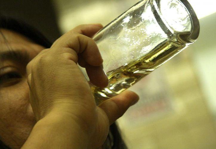 Adolescentes y jóvenes de entre los 12 y 29 años de edad se encuentran expuestos al consumo flagrante. (Enrique Mena/SIPSE)