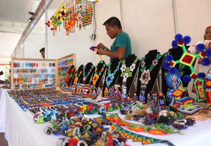 Participan alrededor de 100 artesanos de 14 estados de la República. (Octavio Martínez/ SIPSE)