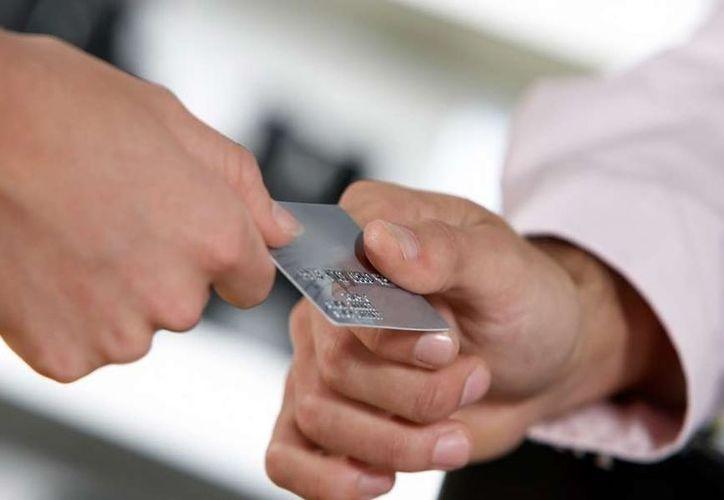 MasterCard tiene una batalla en contra del efectivo en busca de ofrecer servicios de valor agregado. (blogspot.es)