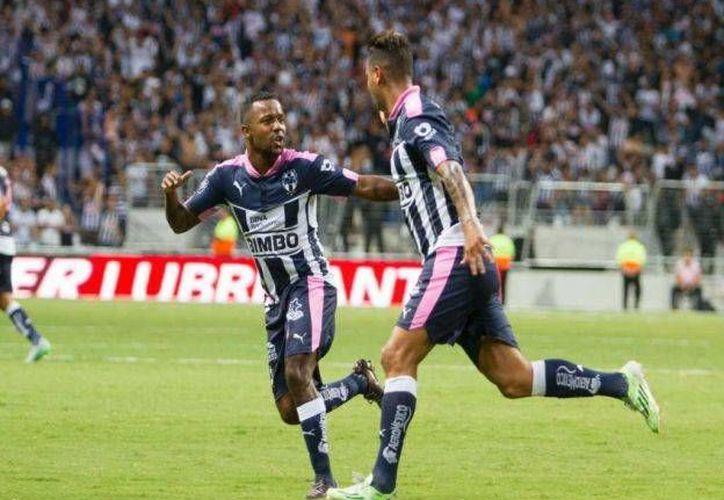 Con anotaciones de  Edwin Cardona a los minutos 18 y 49, Dorlan Pabón al 38 y Rogelio Funes Mori al 40, el Monterrey venció al León, este sábado en el nuevo estadio regio. (Mexsport)