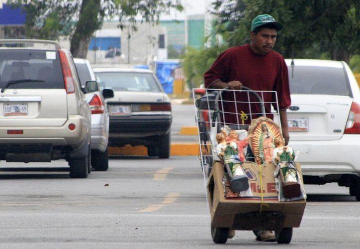Cada comerciante paga al municipio una cuota de alrededor de 170 pesos mensuales, de acuerdo con el giro que maneje. (Harold Alcocer/SIPSE)
