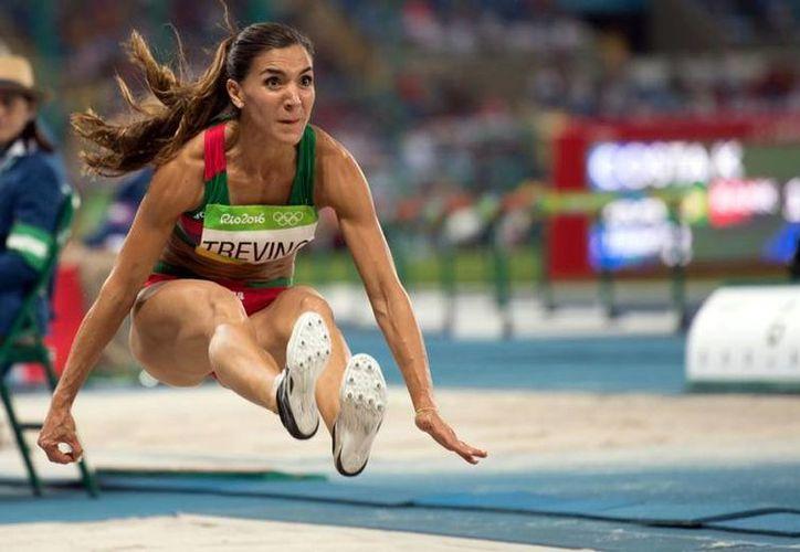 Yvonne Treviño durante su primer intento falló, mientras que en su segundo turno saltó 6.16 metros. (Foto tomada de Conade)