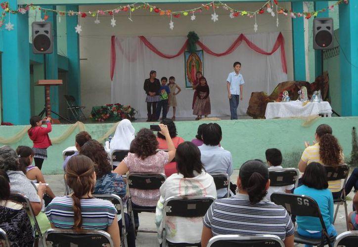 Las festividades dieron inicio con una misa matutina. (Harold Alcocer/SIPSE)