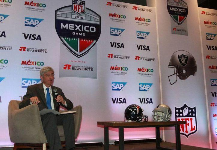 En conferencia de prensa, el director de la NFL México, Arturo Olivé, detalló que los boletos para el ansiado juego estarán en un rango de precio que va de los 550 hasta los seis mil 50 pesos. (Notimex)