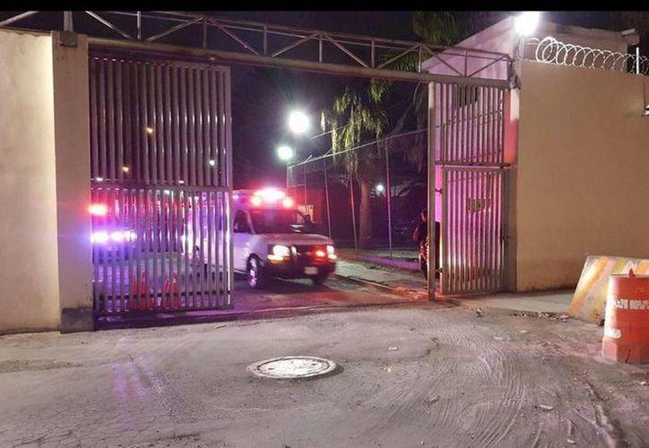 La riña entre reos en el penal de Topo Chico se registró la noche de este viernes. (Twitter/@joluisgarcia)