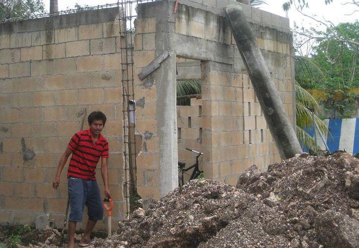 Los habitantes de las comunidades rurales ven con recelo los apoyos que se ofrecen para construcción de vivienda. (Javier Ortiz/SIPSE)
