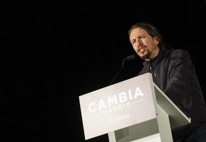 El líder de Podemos, Pablo Iglesias, celebró los resultados que llevaron a las alcaldías de Madrid y Barcelona a dos candidatas impulsadas por coaliciones de izquierda. (AP)