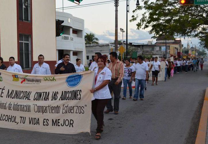 En estas acciones participan las dependencias del Sector Salud, autoridades y población en general incluyendo a la familia. (Manuel Salazar/SIPSE)