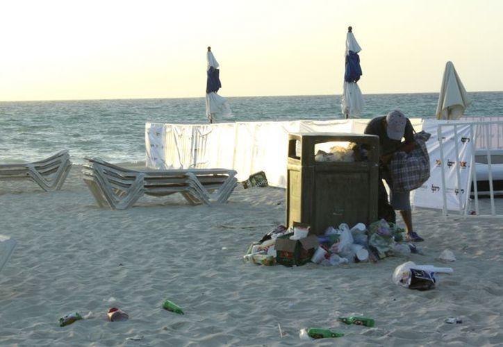 Deben de poner baños públicos móviles y grandes contenedores para basura. (Alida Martínez/SIPSE)