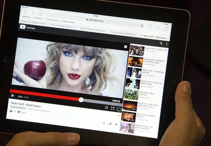 Con mil millones de visitantes mensuales, YouTube tiene la ardua tarea de identificar material que infringe los derechos de autor. (El País)