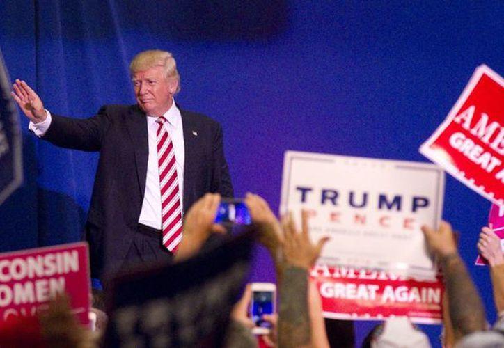 El candidato republicano a la presidencia de Estados Unidos, Donald Trump, durante un acto de campaña en West Bend, Wisconsin. (John Ehlke/West Bend Daily News via AP)