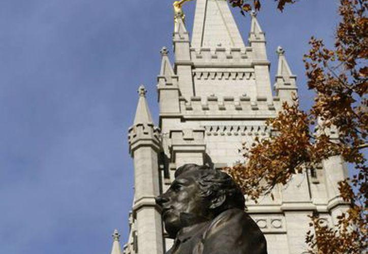 Fotografía de una estatua del fundador de la iglesia mormona, Joseph Smith, que se erige junto a la Iglesia de Jesucristo de los Santos de los Últimos Días, en Salt Lake City, Utah. (Archivo/EFE)