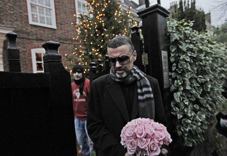 Foto de archivo del cantante George Michael, quien falleció el pasado 24 de diciembre. La policía no ha podido determinar cuál fue la causa de la muerte. (AP)