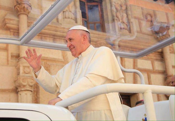 Grupos coreaban al Papa Francisco  su amor y otros más lloraban de emoción. (Luis Soto/SIPSE)