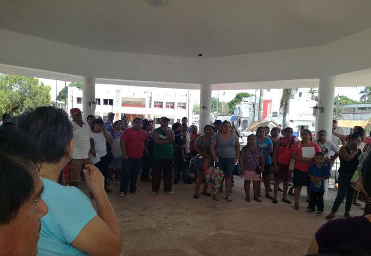 La marcha inició en la Expo Maya y finalizó frente al palacio municipal, desde meses atrás realizaron la petición  de sus demandas. (José Chi/SIPSE)