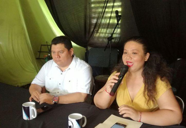 Ariadne Song y Andrés Blanco, voceros de los tres quejosos agraviados, presentaron la recomendación de la comisión de Derechos Humanos del Estado de Q. Roo. (Joel Zamora/SIPSE)