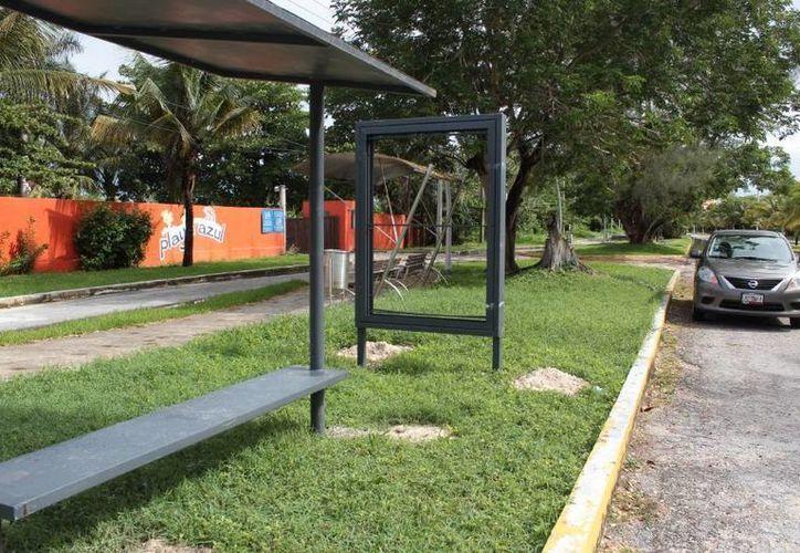 Las estructuras de hierro se han instalado en zonas como la avenida Carlos Antonio González Fernández. (Gustavo Villegas/SIPSE)