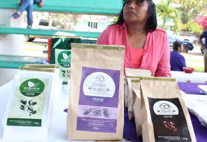 Los fabricantes de la entidad ofrecen aceite de coco, mermeladas, manufactura de ropa, bolsas, entre otros. (Ángel Castilla/SIPSE)