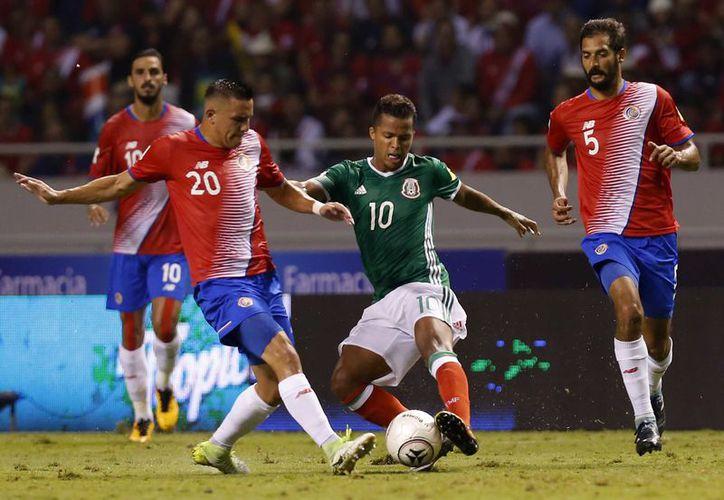 México y Costa Rica salieron a la cancha para dar a los espectadores 90 minutos de pura intensidad. (AP)
