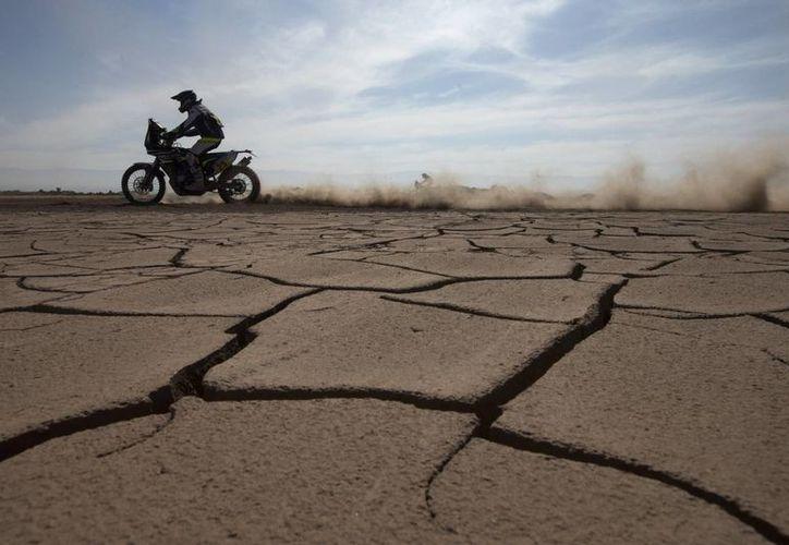 La caravana motorizada dejó Chile para internarse en Bolivia. (Foto: AP)