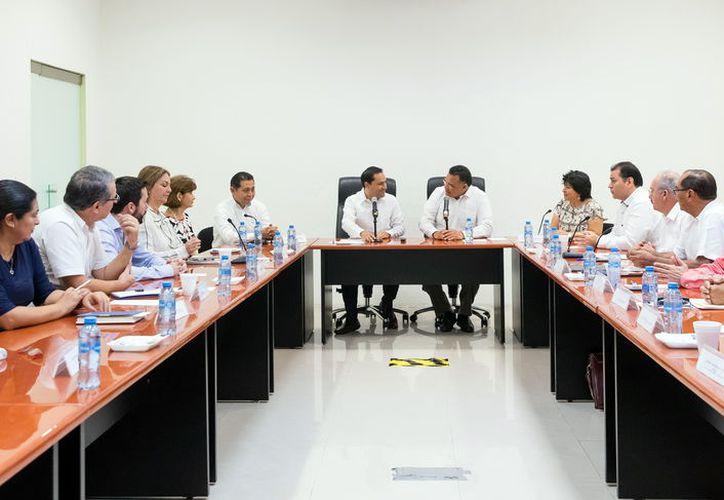 Con reunión Vila-Zapata se cierra proceso de transición. (Milenio Novedades)