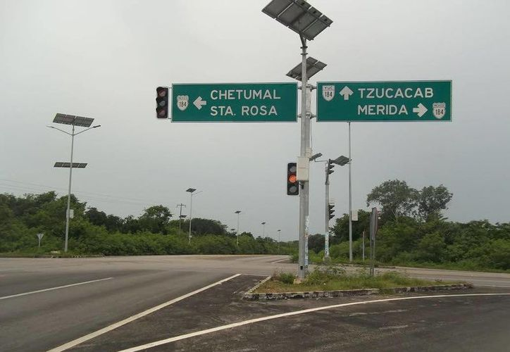 Entronques de carreteras en el sur de Yucatán forman una zona que se conoce como el 'triángulo de la muerte' por los frecuentes accidentes trágicos. (Jorge Moreno/SIPSE)