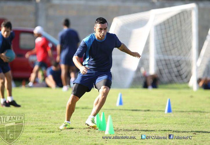 Aunque regresó al Atlante, Esteban Paredes no sabe si saldrá o se queda en el equipo. (Ángel Mazariego/SIPSE)