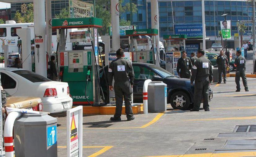 El Gobierno de Enrique Peña Nieto confirmó que mantendría la política de deslizamiento de precios en gasolina hasta 2014. (Notimex)