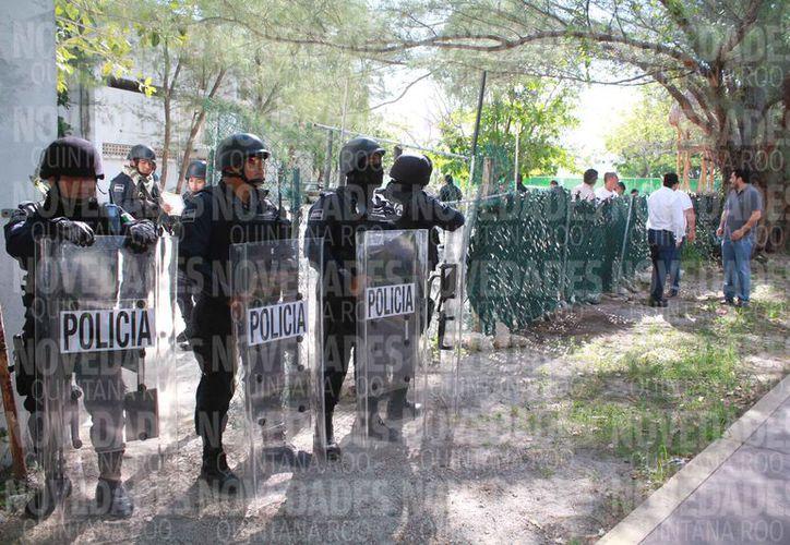 La acción de desalojo de las instalaciones fue realizada sin violencia. (Sergio Orozco/SIPSE)