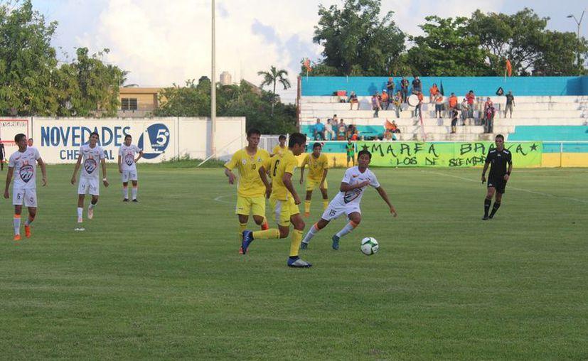 El esperado partido entre entre los Tigrillos del Deportivo Chetumal FC y Pioneros Júnior de Cancún, se cambió por un poderoso motivo. (Miguel Maldonado/SIPSE)