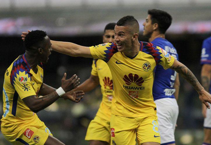 Mateus Uribe y Cecilio Domínguez anotaron por el América. (Notimex)