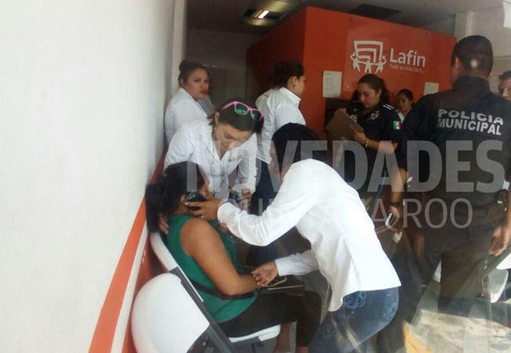 Ayer se vivió una ola de robos con violencia en Cancún. Uno de ellos ocurrió en la financiera Lafin. (Eric Galindo/SIPSE)