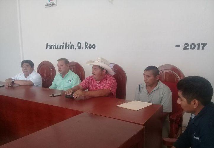 El alcalde dijo que ésta será la segunda cabalgata que se realiza por el aniversario. (Raúl Balam/SIPSE)
