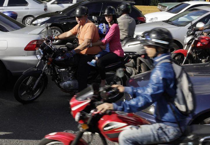 Pelotones de hasta 50 motos corren por las arterias. (Agencias)