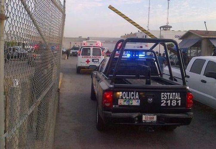 Ambulancias ingresaron al penal para atender a los lesionados, algunos de los cuales fueron trasladados a hospitales. (esmas.com)