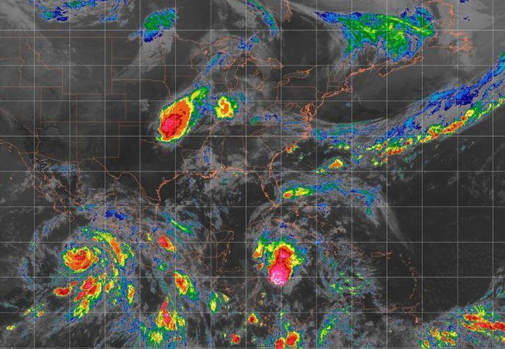 La onda tropical y vaguada continúan moviéndose al oeste-noroeste en el Caribe. (SMN)