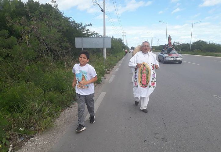 Cerca de ocho mil personas participaron en más de 25 grupos de peregrinos en la ribera del río Hondo. (Carlos Castillo/SIPSE)