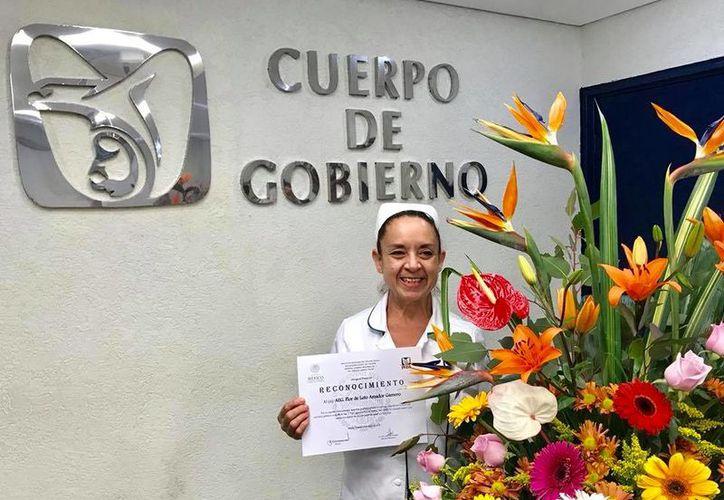 La galardonada Flor de Loto Amador es auxiliar de Enfermería General del Hospital T-1 del IMSS. (Tomada de Facebook)