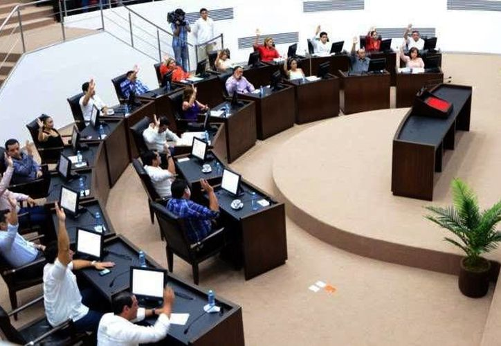 El Paquete Fiscal de Yucatán 2016, que será turnado hoy por el Congreso estatal a la Comisión de Presupuesto, asciende a 36 mil 939 millones de pesos, que representa un incremento de 3.1 % con respecto al año que concluye. (SIPSE)